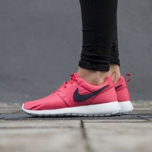 🔥 NWT Nike Roshe One (GS) Running Shoes Pink
